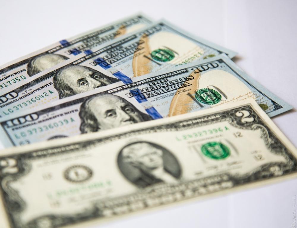 Курс доллара вКазахстане вновь снизился и составил приблизительно 334,34 тенге