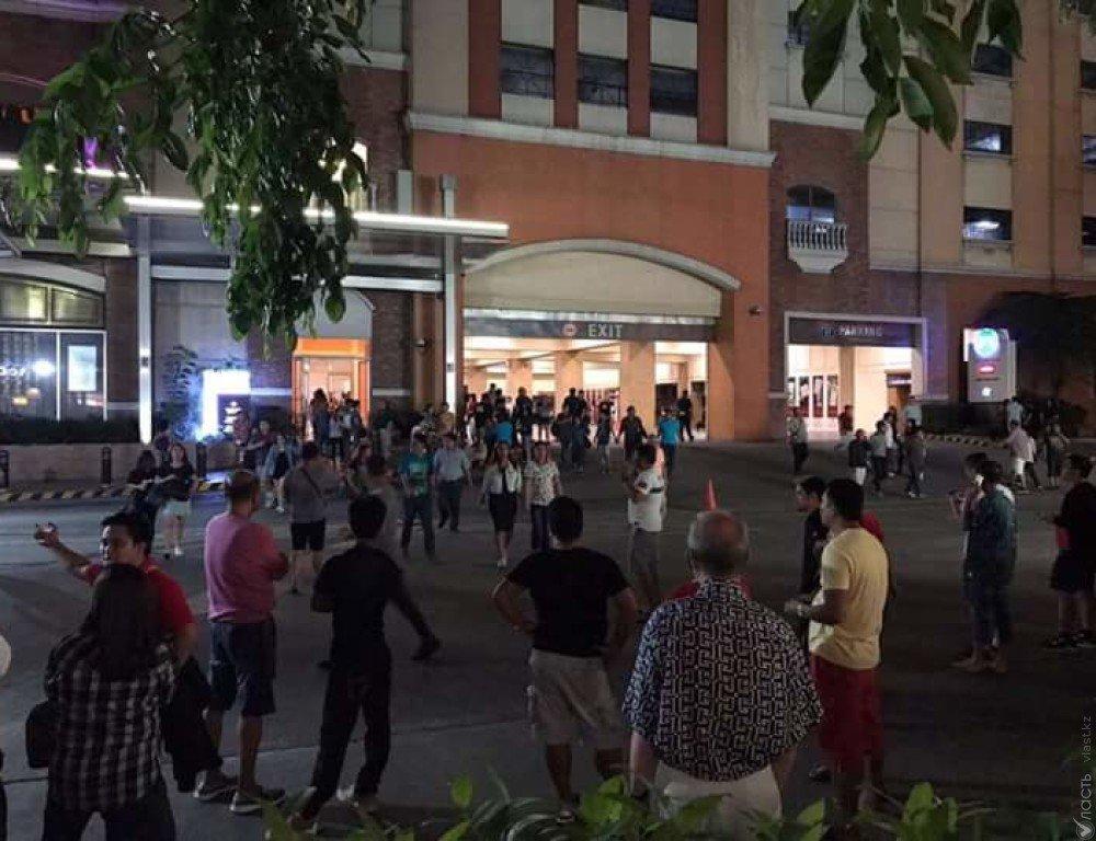 Изотеля встолице Филиппин слышны звуки взрывов