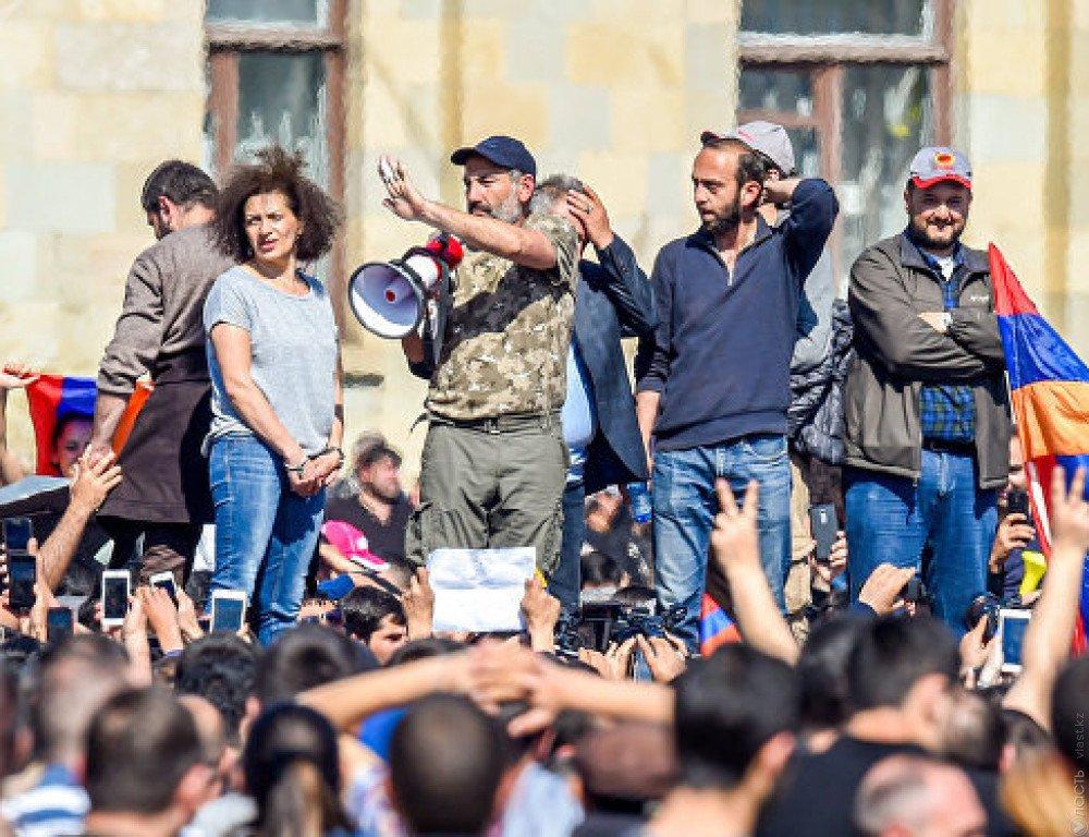 Картинки по запросу Саргсян ушел в отставку с поста премьера Армении