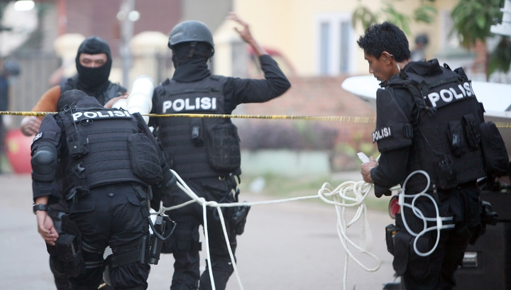 В центре Джакарты прогремела серия взрывов