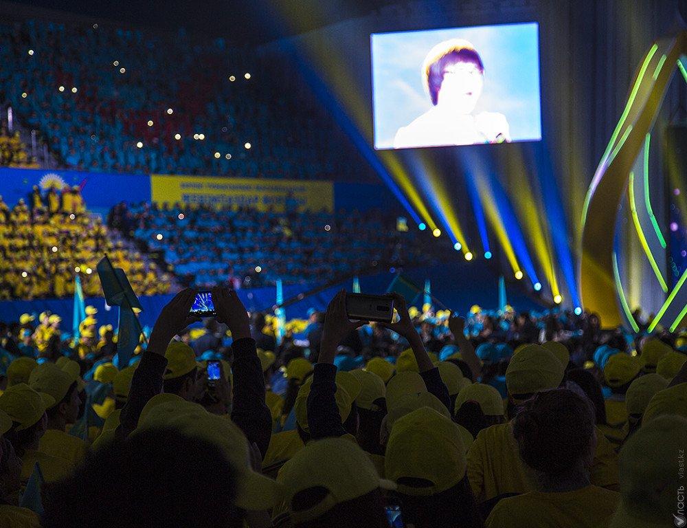 Казахстанских артистов могут обязать петь наконцертах без фонограммы