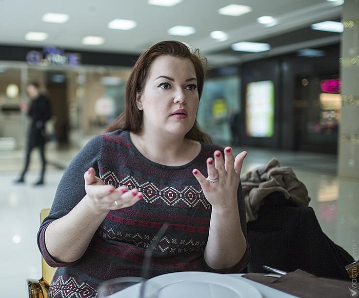 Русская девушка с мышиным глазом захотела большого члена порно вебкамеру