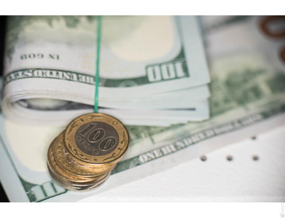 Курс доллара вплотную приблизился к отметке 380