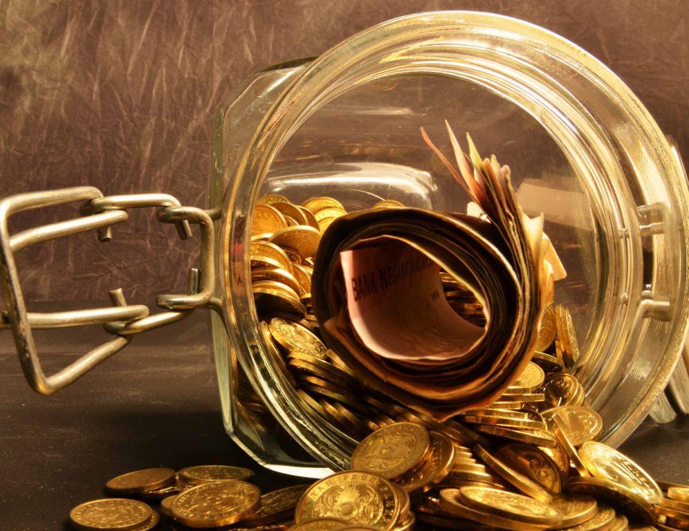 Правительство заложило в трехлетний бюджет курс доллара на уровне 300 тенге