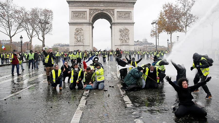 Картинки по запросу Во Франции на полгода ввели мораторий на повышение налогов