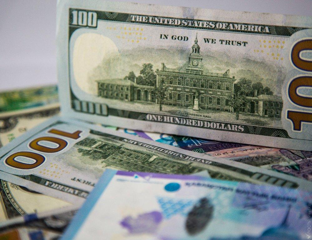 Доллар наМосковской бирже упал вцене  на11 копеек
